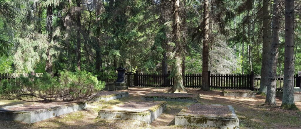 Monument to DG Kuvert and Foresters' Cemetery visitneringa.com